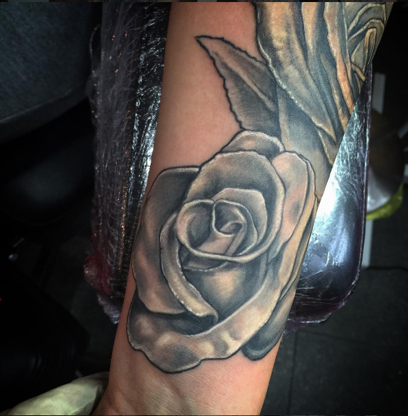 Roses Tattoo done by Peter van der Helm @ Walls and Skin Amsterdam Rotterdam