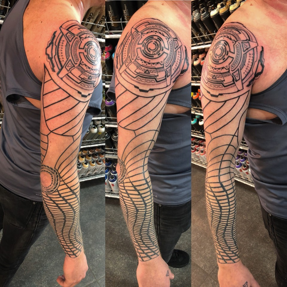 Geometric sleeve on Gunnar